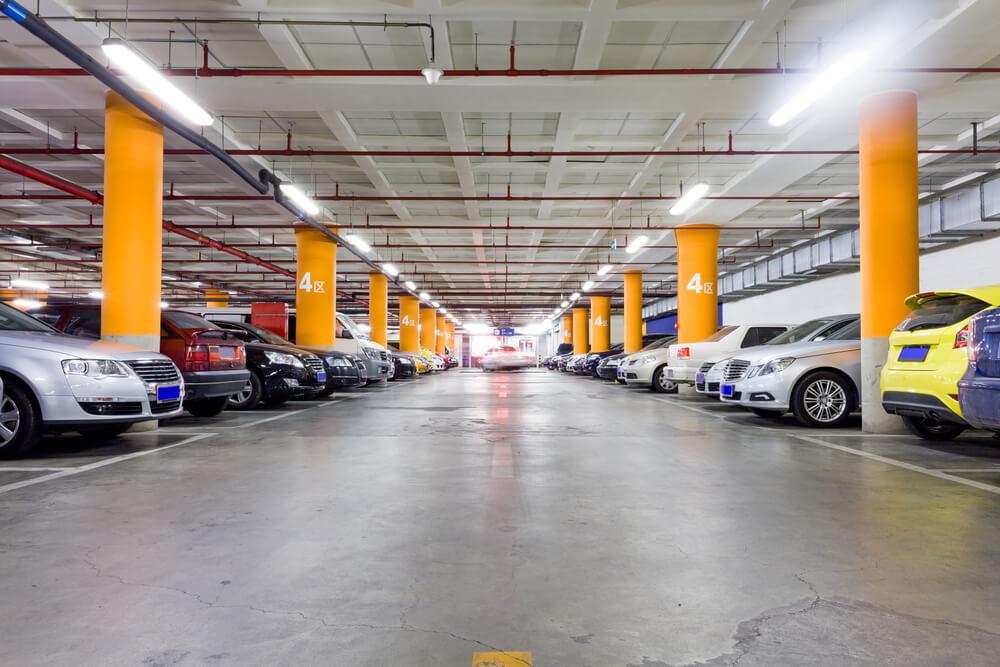 ¿Puedo bajar al garaje comunitario a mantener el coche?