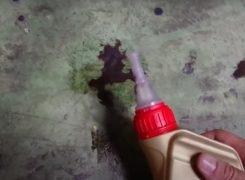 Cómo quitar manchas de aceite del suelo del garaje